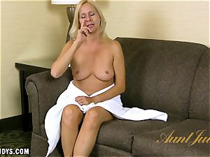 Payton Leigh gives you a steamy interview