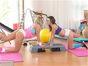 FitnessRooms ultra-kinky lezzies get xxx in the gym