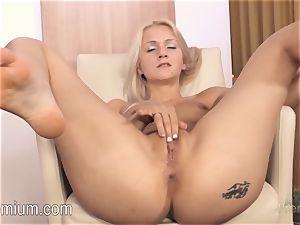 Lea Stevenson jacking her fabulous humid vulva