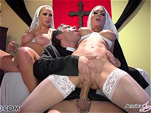 JessicaJaymes- Mick bangs Jessica and Nikki flawless booty