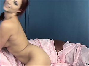 steaming Jayden Cole loves torturing her jummy raw cootchie