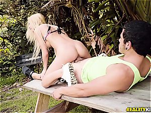 bony blondie cockslut gets her poon expanded by a gigantic D