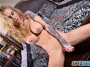 tattooed bony platinum-blonde Sarah Jessie messes with her puss