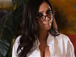 crazy college girl Riley Reid controls the labia of educator Ariella Ferrera