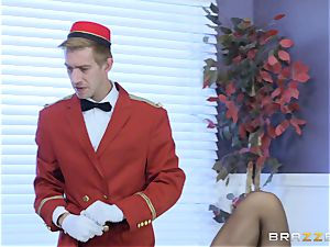 Real kinky cougar Phoenix Marie gets deep service in hotel apartment