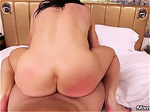 inexperienced muscle mummy getting torn up in the bum