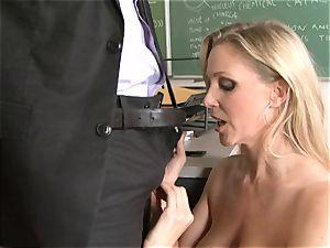 bitchy bawd Julia Ann enjoying her man's beam badgering her slippy mouth