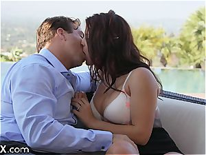 voluptuous Keisha wants to get creamed for good reasons