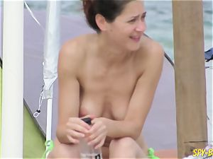 without bra fledgling milfs - voyeur Beach Close-Up