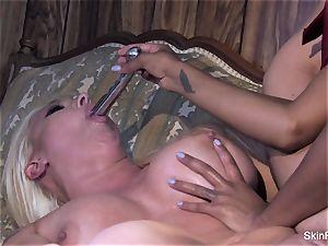 Leya showcases skin how to please a female