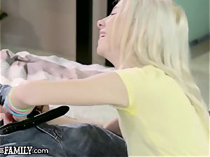 petite nubile Kenzie Reeves climaxes 4 Step daddy mommy Looks