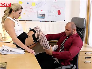 Stepdaughter joins father in boinking the office assistant