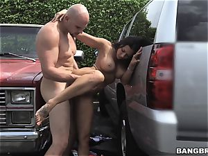 Rachel Starr pounded inbetween two cars