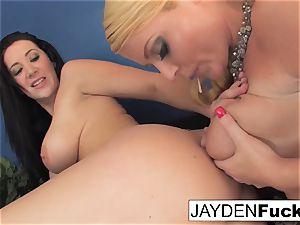 Jayden loves to slurp Sophie's twat