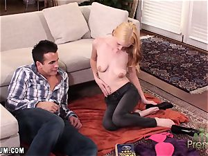 Amy Quinn takes a break from studying to get some fuckpole