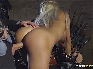 Daenerys Targaryen gets plumbed by Jon Snow on the iron Throne