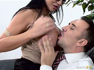 weenie gagging british stunner Jasmine Jae plumbed in her culo