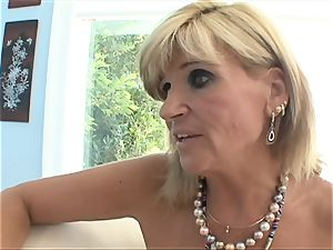 Stepmom pulverizes all youthfull blondie crevasses with her tongue