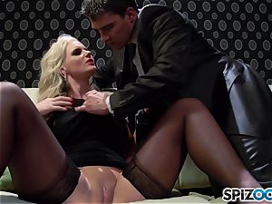 Spizoo - Phoenix Marie get a adorable pound by Tony Ribas