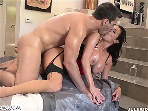 bitchy arse mummy Veronica Avluv gets her lubricated bootie boinked